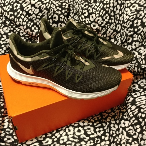 NIB Nike quest camo trainers NWT